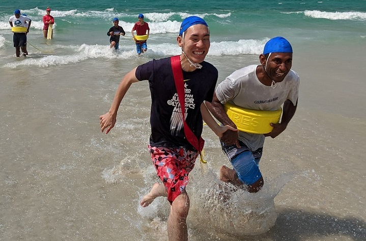 International students enjoy the Hit the Beach session at Coolangatta